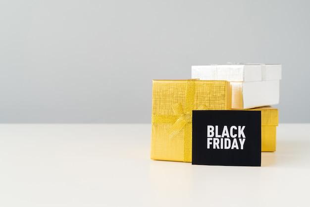 Schwarzer freitag-satz geschenke mit kopieraum
