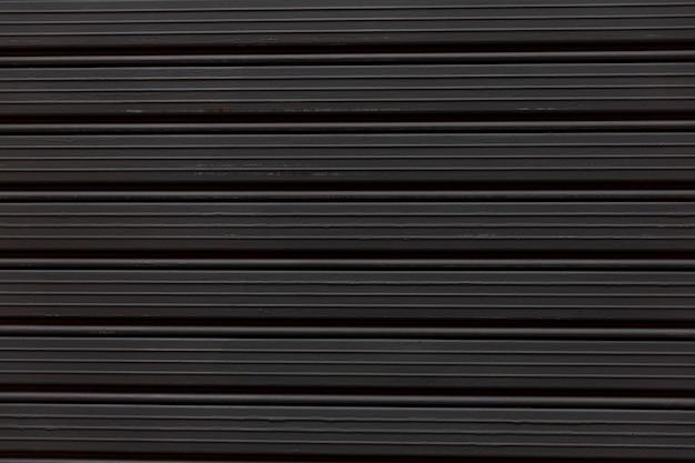 Schwarzer geschlossener fensterladenabschluß oben