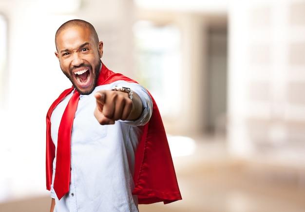 Schwarzer mann held wütenden ausdruck