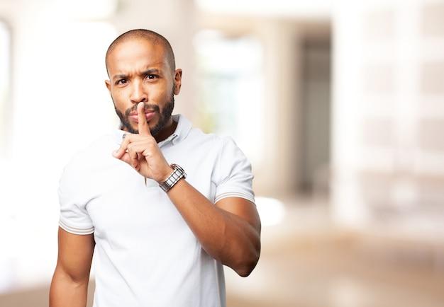 Schwarzer mann wütend ausdruck