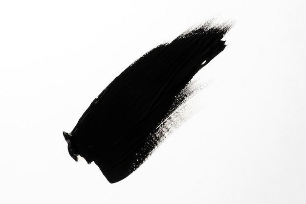 Schwarzer pinselstrich mit weißem hintergrund
