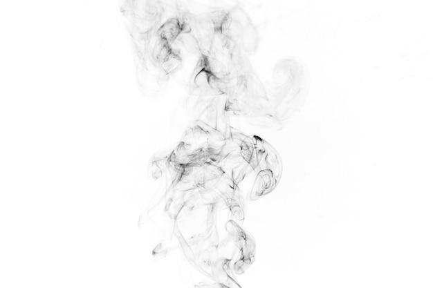 Schwarzer rauch auf weißem hintergrund