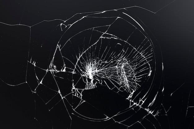 Schwarzer rissiger hintergrund mit zerbrochener glasstruktur