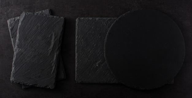 Schwarzer schieferküchengeschirrhintergrund
