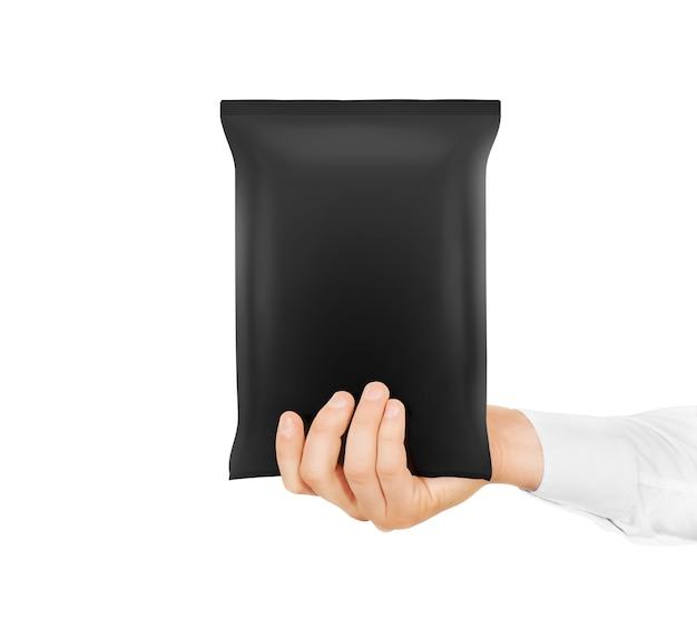 Schwarzer snack-bag-spott halten in der hand