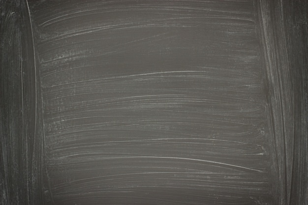 Schwarzer wandhintergrund, tafelbeschaffenheit mit kreideresten