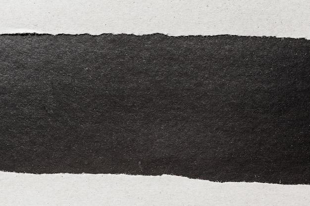 Schwarzer zerrissener papierhintergrund