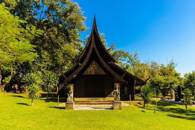 Schwarzes haus bekannt als ban dam oder baandam museum