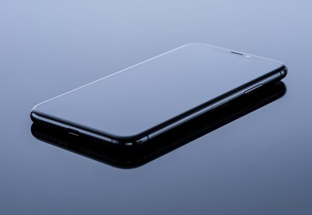 Schwarzes mobiltelefon