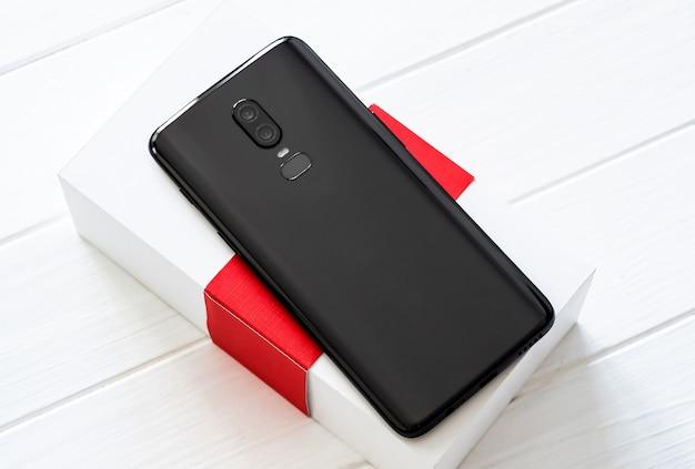 Schwarzes modernes smartphone