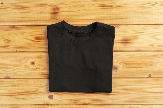 Schwarzes schlichtes t-shirt mit kopienraumnahaufnahme Premium Fotos