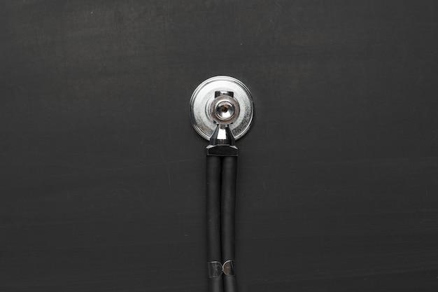 Schwarzes stethoskop