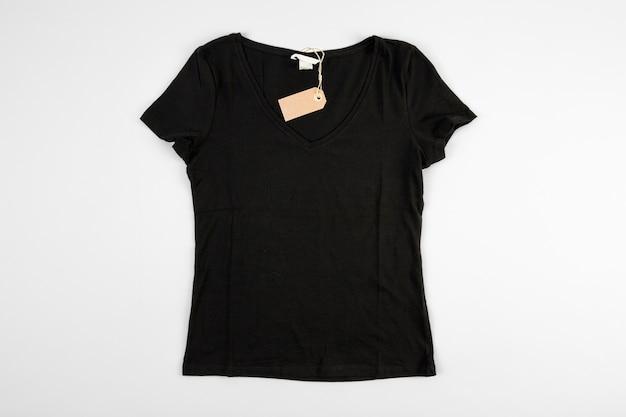 Schwarzes t-shirt mit preisschild
