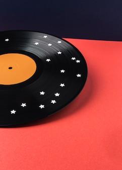 Schwarzes vinyl mit weißem sternensortiment