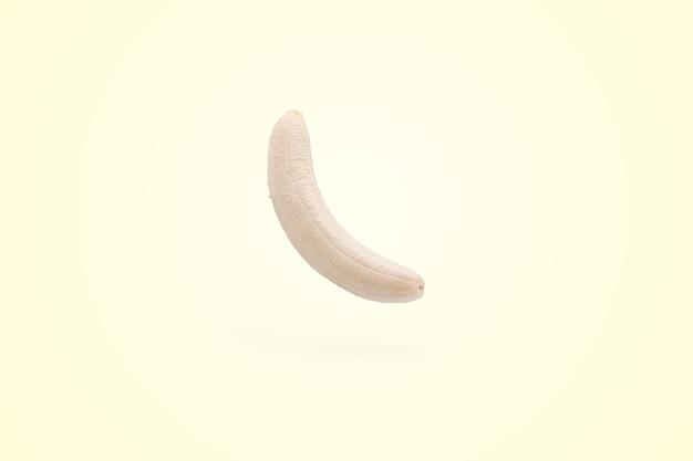 Schwebende schälende banane