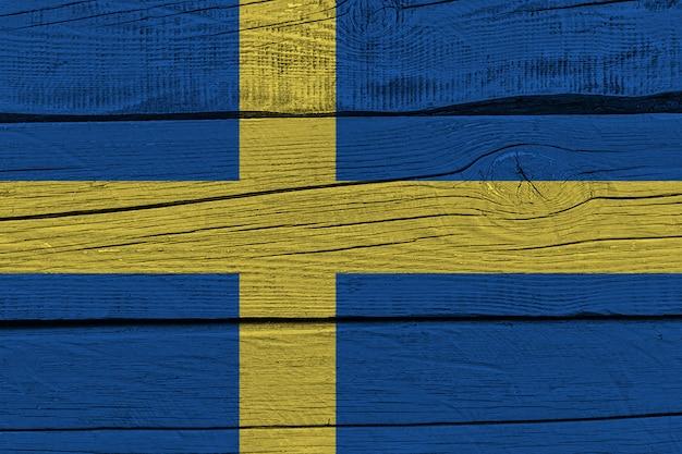 Schwedenflagge gemalt auf altem holzbrett
