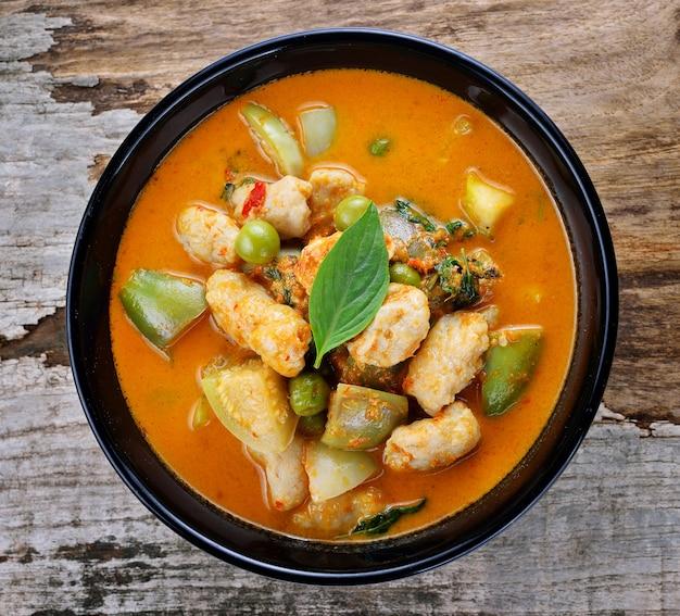 Schweinefleisch-curry, thailändische küche
