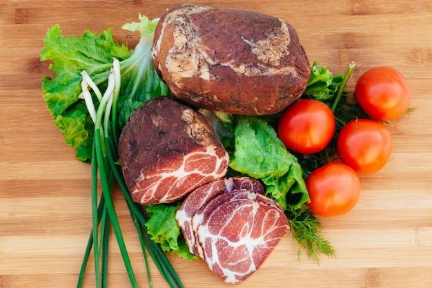 Schweinefleisch, geräucherte tomatenzwiebeln