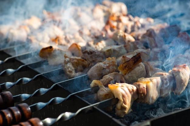 Schweinefleisch grill oder schaschlik auf mangal