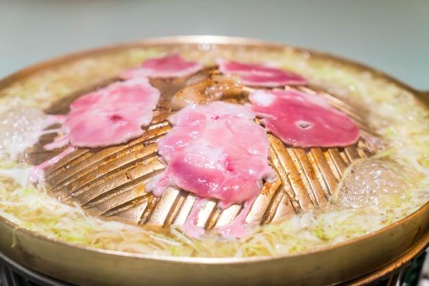 Schweinefleisch in scheiben geschnitten