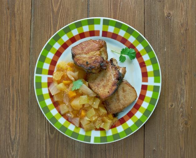 Schweinefleisch mit pfifferlingeintopf .finnische küche