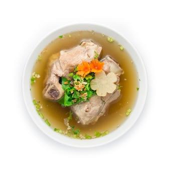 Schweineknochen in klarer suppe