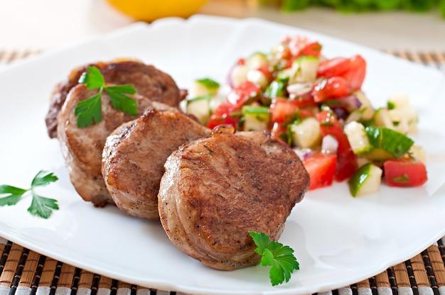 Schweinemedaillons mit salsa