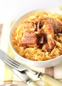 Schweinerippchen mit sauerkraut überbacken