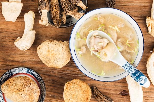 Schweinerippchen-suppe