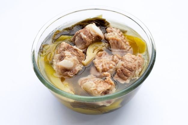 Schweinerippchensuppe mit sauerkraut oder senfgrün