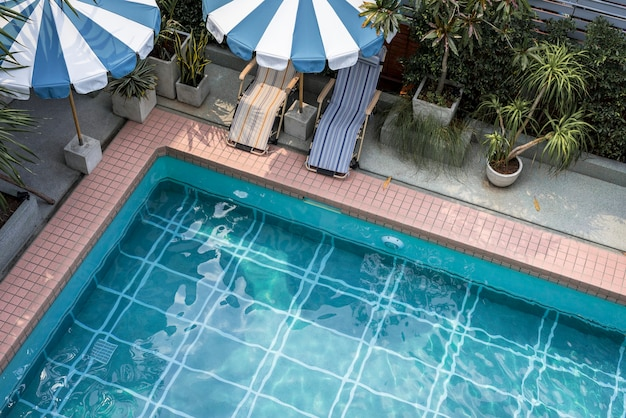Schwimmbad in der sommerzeit