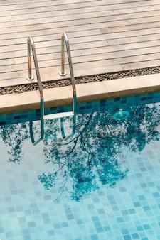 Schwimmbecken treppe
