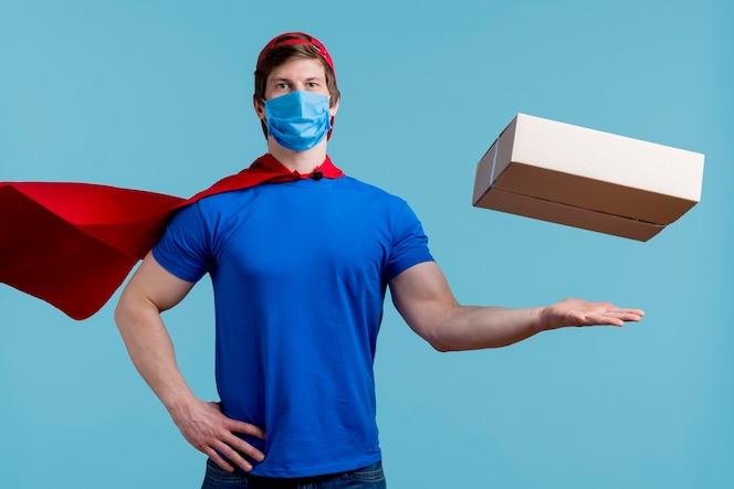 Schwimmende box mit superheld