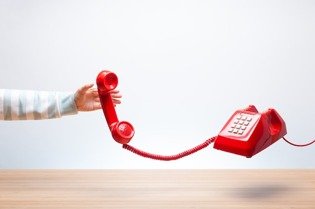 Schwimmendes rotes telefon
