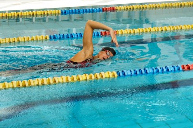 Schwimmer im pool