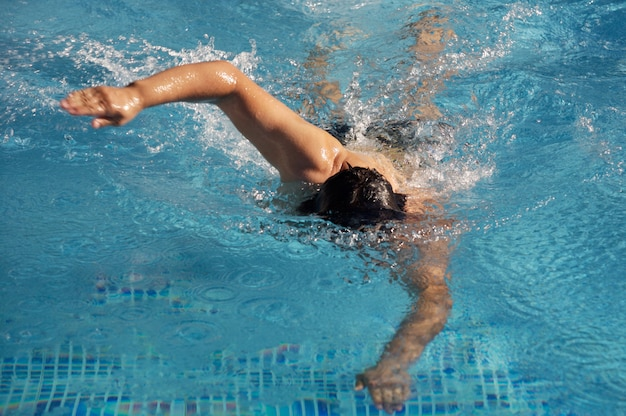 Schwimmer im schwimmbad