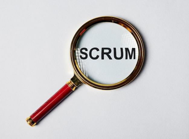 Scrum-wort durch lupenkonzept von methoden im management