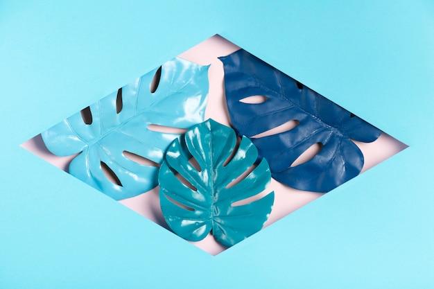Sechseck aus papier mit blättern im inneren