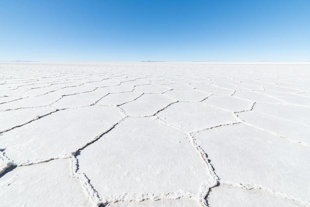Sechseckige formen auf dem uyuni-salzsee, bolivien