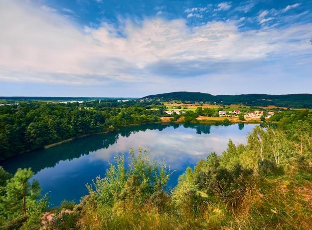See jezioro turkusowe in polen mit reflexion