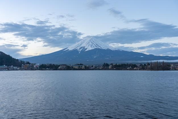 See kawaguchiko mit blick auf fuji mount in japan
