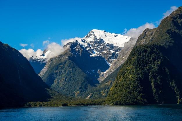 See- und berglandschaft in neuseeland