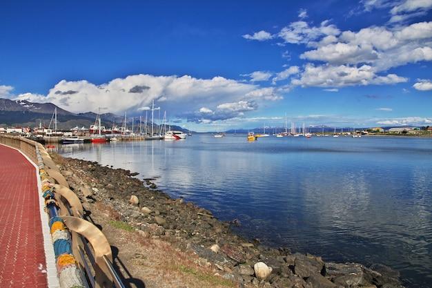 Seehafen in der stadt ushuaia auf feuerland argentinien