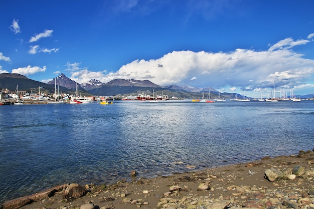 Seehafen in der stadt ushuaia auf feuerland, argentinien