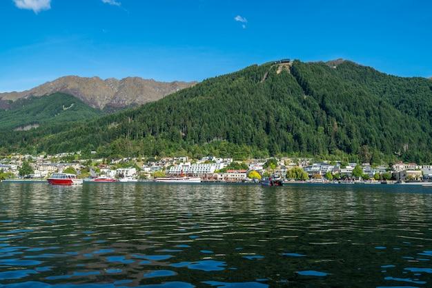 Seeufer von queenstown city, neuseeland
