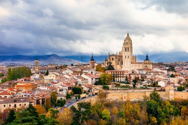 Segovia - schöne mittelalterliche stadt von spanien