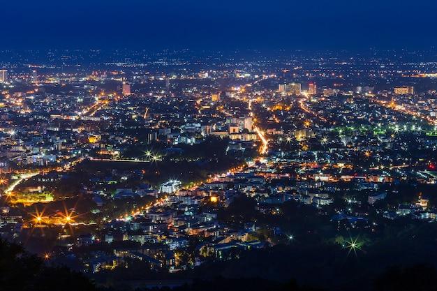 Sehen sie das stadtbild über dem stadtzentrum von chiang mai