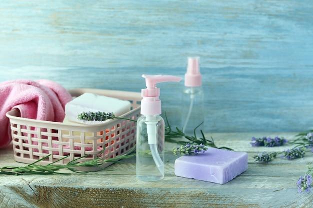 Seife, lavendelblüten, spray, aromaöl für die körperpflege, spa, naturkosmetik