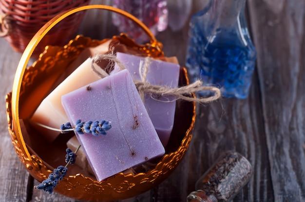 Seifenstücke in einer schüssel