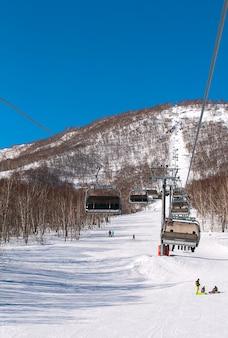 Seilbahn im winter auf kamtschatka